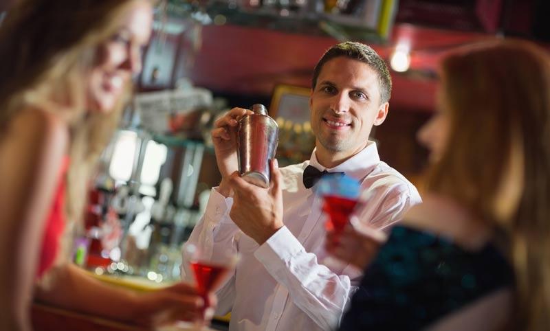 работа в ночную смену, бармен